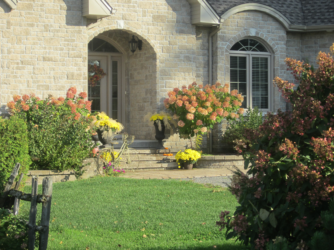 Old world modern bungalow merrickville house tour for Classic house tour